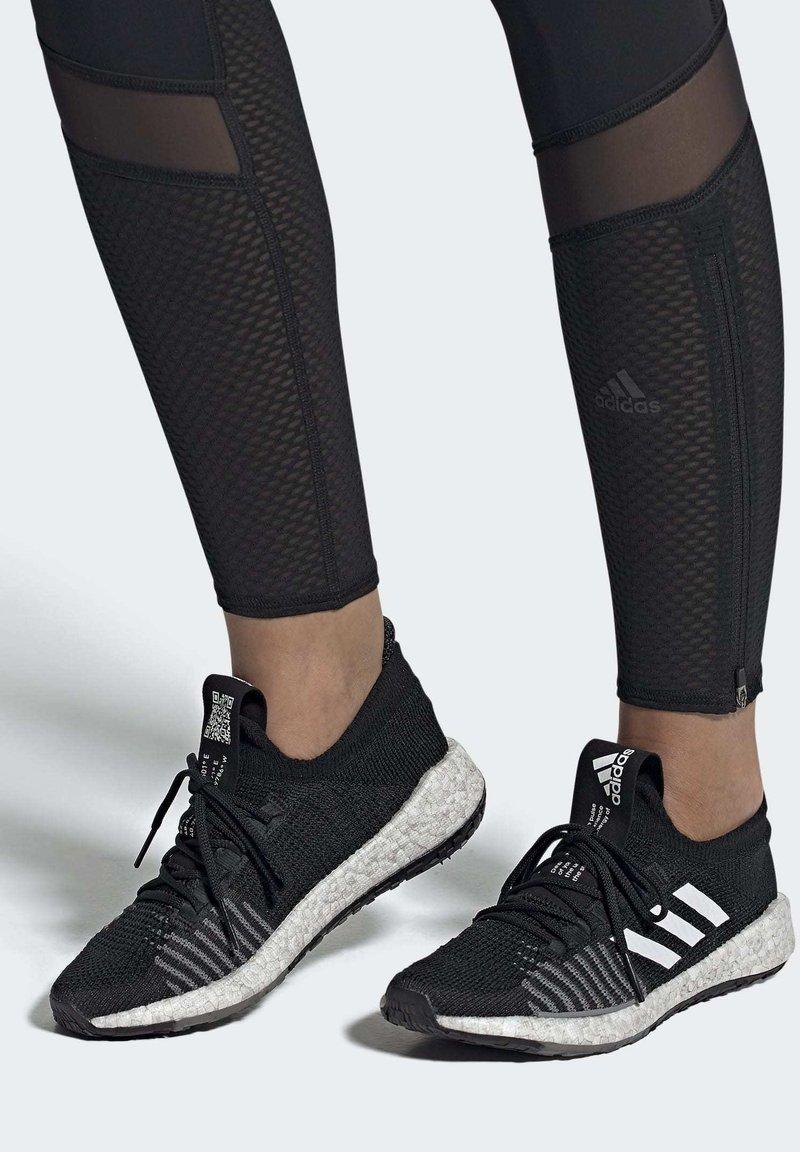 adidas Performance - PULSEBOOST HD - Obuwie do biegania treningowe - black
