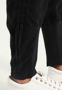 Cream - NANNA PANTS - Broek - solid black - 4