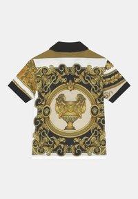 Versace - BAROQUE MOSAIC UNISEX - Polo shirt - white/gold/kaki - 1