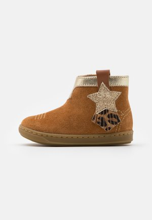 BOUBA KID - Bottines - camel/platine