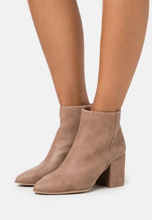 JULIEANNE - Ankle boot - dark beige