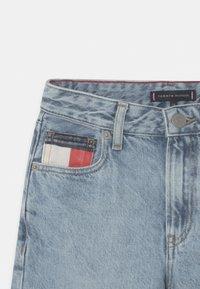Tommy Hilfiger - MODERN STRAIGHT - Short en jean - blue denim - 2