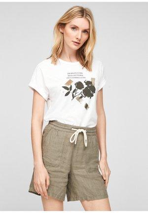 T-shirt print - white placed print