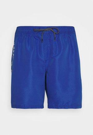JJIBALI JJSWIMSHORTS LOGO TAPE - Swimming shorts - surf the web