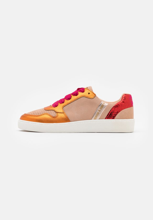 LAURITE - Sneaker low - peach metallic