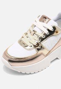 MICHAEL Michael Kors - COSMO SPORT - Sneakers basse - gold - 4