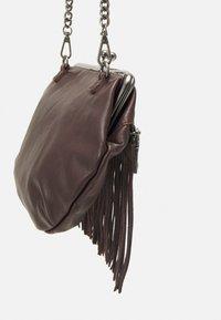 FREDsBRUDER - GRAN - Across body bag - brown - 3