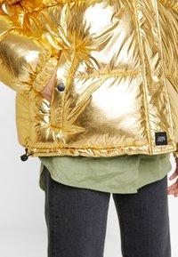 Sixth June - OVERSIZE SHINNY PUFFER JACKET - Winter jacket - gold - 5