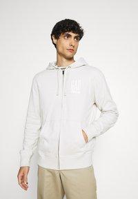 GAP - Zip-up hoodie - stone - 0