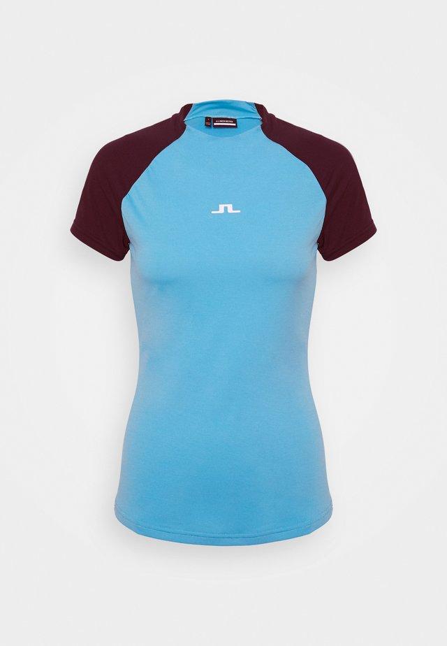 GIA GOLF - T-shirt print - beach blue