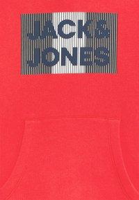 Jack & Jones Junior - JJECORP LOGO HOOD - Hoodie - true red/play - 2