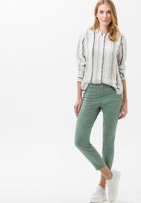 BRAX - STYLE SHAKIRA  - Jeans Skinny Fit - sage - 1