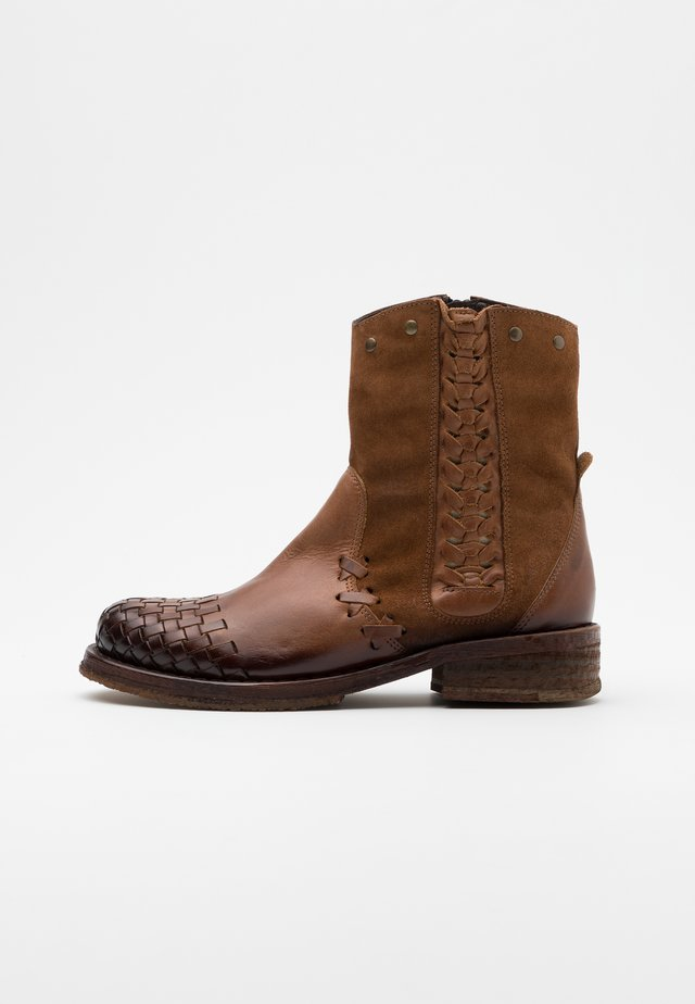 COOPER - Cowboy/biker ankle boot - uraco marvin santiago brown