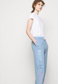 Polo Ralph Lauren - SEASONAL - Spodnie treningowe - chambray blue - 4