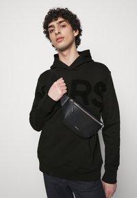 Michael Kors - LOGO HOODIE - Sweatshirt - black - 3