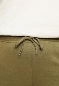 Pieces Curve - PCCHILLI PANTS - Trousers - martini olive - 4