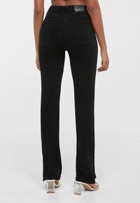 Bershka - SCHLITZ - Jeans straight leg - black - 2