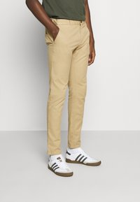 Scotch & Soda - MOTT CLASSIC GARMENT - Chinos - sand - 0