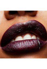 MAC - SATIN LIPSTICK - Lipstick - cyber - 3