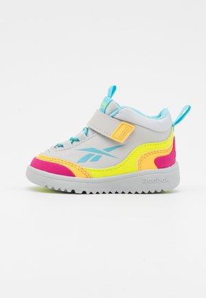 WEEBOK STORM UNISEX - Sneakersy niskie - grey