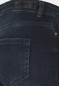 ONLY Tall - ONLBLUSH LIFE RAW - Jeans Skinny Fit - blue black denim - 6