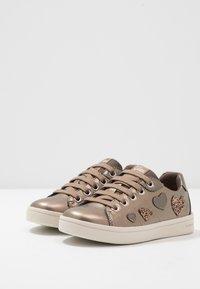 Geox - DJROCK GIRL - Sneakersy niskie - lead - 3