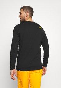 The North Face - MENS GRAPHIC TEE - Bluzka z długim rękawem - black/lemon - 2