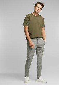 Esprit Collection - MIT COOLMAX - Basic T-shirt - dark khaki - 1