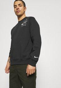 Nike Sportswear - RETRO CREW - Sweatshirt - off noir - 3