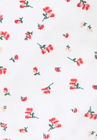 ONLY - ONLFENJA LIFE WRAP - Print T-shirt - cloud dancer/red - 2
