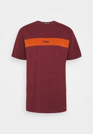 WARD DROPPED SHOULDER TEE - T-shirt med print - tawny port/cinnamon stick
