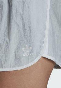 adidas Originals - 3 STRIPES ADICOLORSHORTS - Shortsit - halo blue - 4