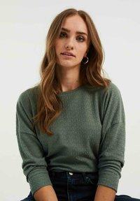 WE Fashion - MET OPENGEWERKT DESSIN - Jumper - sea green - 4