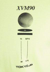 Cotton On - Print T-shirt - fluro green/phaze - 6