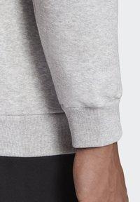 adidas Performance - BADGE OF SPORT FLEECE SWEATSHIRT - Sweatshirt - grey - 6