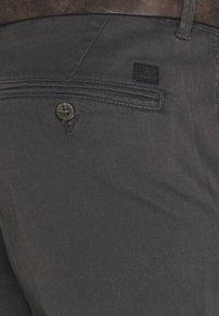 Jack & Jones - JJICODY JJSPENCER - Trousers - dark grey - 4