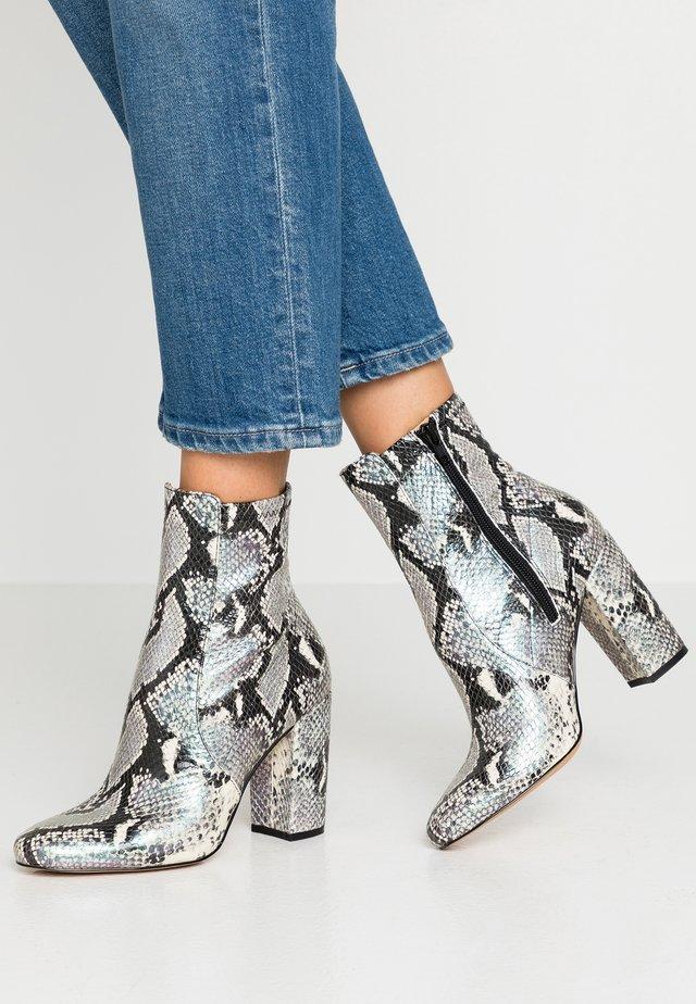 AURELLA - Kotníková obuv na vysokém podpatku - purple