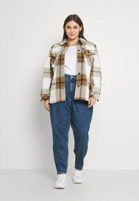 Calvin Klein Jeans Plus - MOM - Relaxed fit jeans - denim medium - 1