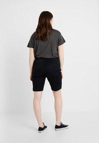 Zizzi - EMILY SLIM LEG - Shorts - black soild - 2