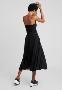 Weekday - VALENTINE PLEATED SKIRT - Pleated skirt - black - 2