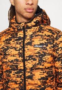 Ellesse - ARBINA - Zimní bunda - orange - 5
