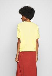 Opus - POLMUN - T-shirts med print - fresh lemon - 2