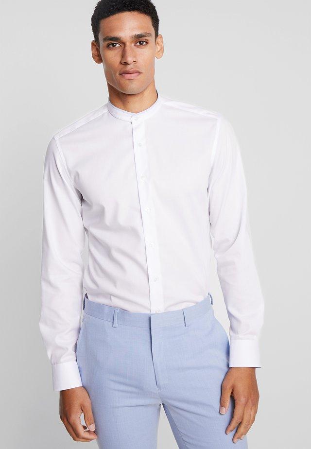 SLIM FIT  PINPOINT - Camisa elegante - weiß