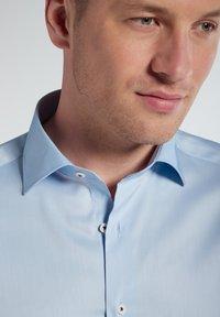 Eterna - SLIM FIT - Formal shirt - hellblau - 3