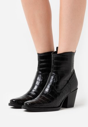 ONLBELIZE STRUCTUR HEELED BOOT - Støvletter - black