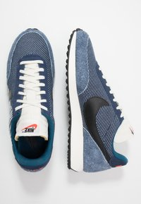 Nike Sportswear - AIR TAILWIND 79 SE - Baskets basses - midnight navy/black/blue force/sail/team orange - 1