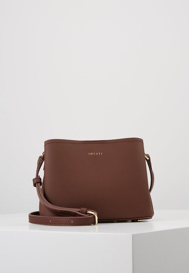 LÉA - Across body bag - chocolate