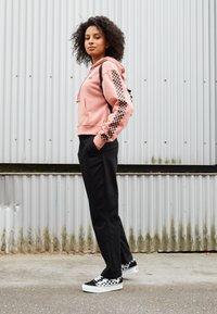 Vans - FUNNIER TIMES  - Zip-up hoodie - rose dawn - 3