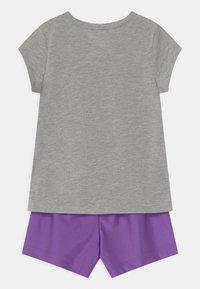 Nike Sportswear - PRACTICE PERFECT SET - Camiseta estampada - wildberry - 1