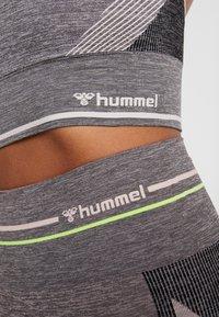Hummel - HMLGEMMA SEAMLESS TIGHTS - Tights - cloud pink/black - 4